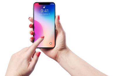 Η εταιρεία έκανε γνωστό ότι η οθόνη μερικών IPhone X -ενός μοντέλου μπορεί να εμφανίσει προβλήματα στη διαδικασία της αφής
