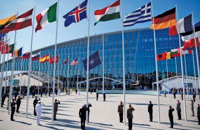 «Το ΝΑΤΟ υποστηρίζει έντονα τις προσπάθειες των Η.Ε. προς αυτή την κατεύθυνση» τόνισε ο εκπρόσωπος του Σώματος.