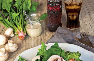 Περιλαμβάνει 20 γευστικές συνταγές για κάθε ώρα της ημέρας που επέλεξε και επιμελήθηκε η αγαπημένη μας μαγείρισσα Αθηνά Λοϊζίδου.