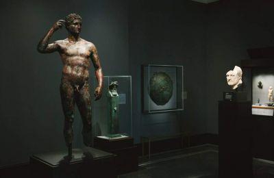 Το χάλκινο γλυπτό του Λύσιππου ονόματι «Victorious Youth» ή «Getty Bronze» είχε ανακαλύφθηκε το 1964 από Ιταλούς ψαράδες