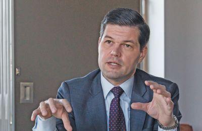Ο βοηθός ΥΠΕΞ των ΗΠΑ, σε αποκλειστική συνέντευξη του στην «Κ», τονίζει επίσης ότι η άποψη των Τούρκων για την ΑΟΖ της Κύπρου αποτελεί «μειοψηφία του ενός»