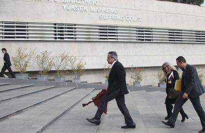 Πληθαίνουν οι πληροφορίες και οι απόψεις από τον χώρο των Δικαστηρίων που υποστηρίζουν πως ασκούνται πιέσεις εκ των έσω στον κ. Νικολάτο