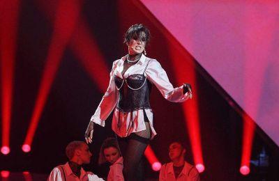 Η Ουκρανή τραγουδίστρια Αννα Κορσούν, γνωστή ως Μαρούβ, στην εμφάνισή της το Σάββατο στον προκριματικό της Eurovision στο Κίεβο.