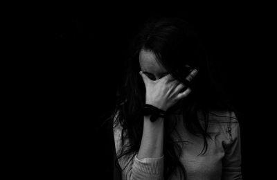Οι γυναίκες επιβαρύνονται επιπρόσθετα με το χρόνο για το νοικοκυριό τους, πράγμα που αυξάνει τον κίνδυνο κατάθλιψης.