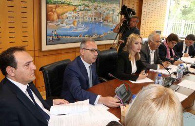 Η κ. Χαραλαμπίδου είπε πως η έκθεση αναφέρει ότι άμεσα πρέπει να γίνουν οι απαραίτητες ενέργειες, με σεβασμό στη γνωμάτευση του Γενικού Εισαγγελέα