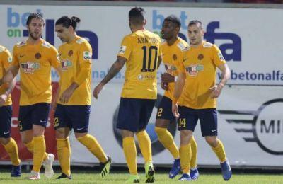 Οι ποδοσφαιριστές της ΑΕΛ σε πανηγυρικό στιγμιότυπο