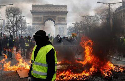 Ο πρωθυπουργός της Γαλλίας Εντουάρ Φιλίπ ανήγγειλε ότι μελετάται το ενδεχόμενο να απαγορευτούν τελείως οι διαδηλώσεις