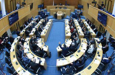 Η δέσμευση έγινε με 27 ψήφους υπέρ, 15 εναντίον και μια αποχή