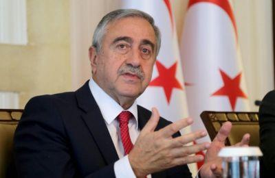 Ο κ. Ακιντζί άσκησε κριτική στην ελληνοκυπριακή πλευρά με το σκεπτικό ότι δεν αποδέχεται την αρχή της πολιτικής ισότητας.
