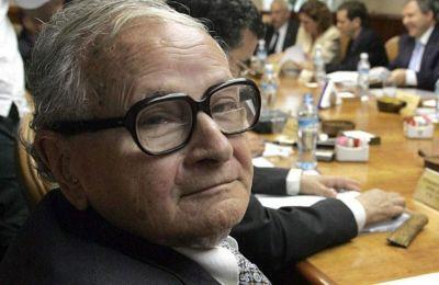 Το 1960 ήταν υπεύθυνος της επιχείρησης της Μοσάντ, που οδήγησε στην απαγωγή του Άιχμαν, του «αρχιτέκτονα» του ναζιστικού Ολοκαυτώματος