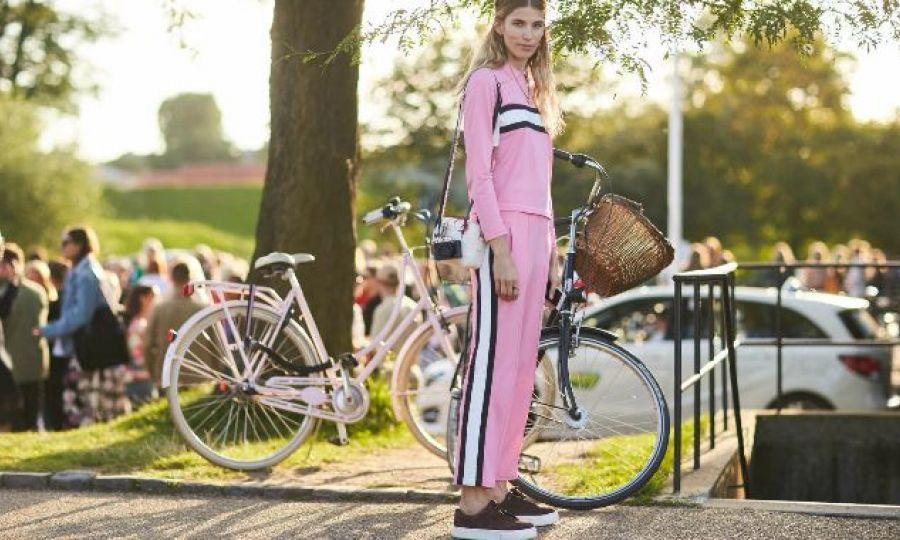 cccaba26532 Για την Άνοιξη/ Καλοκαίρι 2019, οι μεγαλύτεροι οίκοι μόδας μας προτείνουν  να αποχαιρετήσουμε τα chunky πολύχρωμα sneakers