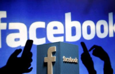 Το Facebook δέχεται πιέσεις για να βελτιώσει τη διαφάνεια και τους ελέγχους στην πλατφόρμα του.