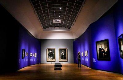 Οι επισκέπτες αποκτούν εμπειρία της ανατομίας ενός πτώματος η οποία έγινε το 1632, όπως την απεικόνισε ο ζωγράφος