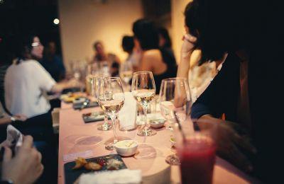 Οι επιστήμονες εκτίμησαν ότι το αλκοόλ αυξάνει τον κίνδυνο εγκεφαλικού κατά 35% για κάθε τέσσερα πρόσθετα ποτά τη μέρα.