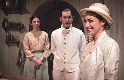 Θέατρο Ένα, Λευκωσία, τακτικές παραστάσεις: Κάθε Τετάρτη, Σάββατο και Κυριακή στις 8:30 μ.μ. μέχρι αρχές Μαΐου