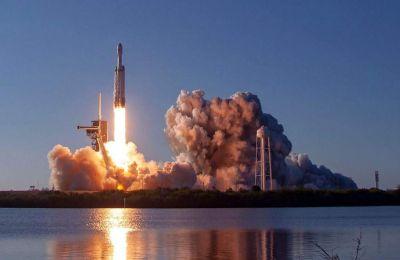 Η επιτυχής εκτόξευση ανοίγει το δρόμο για να κερδίσει η Space X νέα συμβόλαια από επιχειρήσεις και από το στρατό των ΗΠΑ.