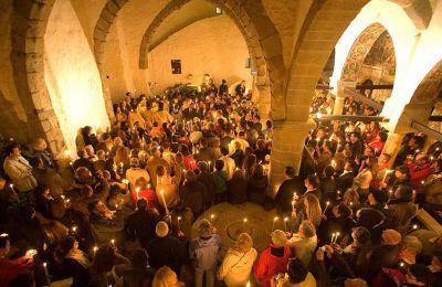 Στην Πάτμο, το θρησκευτικό κλίμα είναι πολύ έντονο λόγω της Μονής του Αγίου Ιωάννη