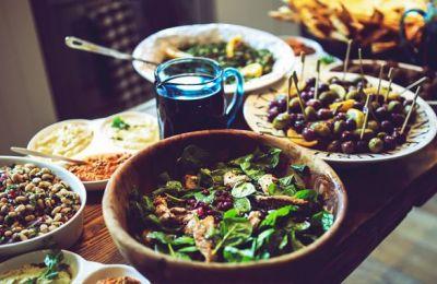 Κατά τη διάρκεια της νηστεία, υπάρχει αυξημένη κατανάλωση τροφών όπως το ψωμί, τα ζυμαρικά, τα όσπρια, τα λαχανικά, τα θαλασσινά, τα φρούτα και τα λαδερά