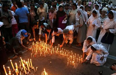 Την ευθύνη για τις επιθέσεις της Κυριακής ανέλαβε χθες η τζιχαντιστική οργάνωση Ισλαμικό Κράτος (ΙΚ)