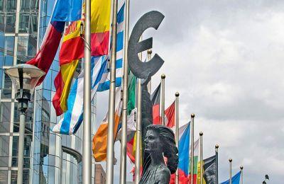 Η Ελλάδα, η Ιταλία, η Πορτογαλία και η Κύπρος εμφανίζουν το υψηλότερο δημόσιο χρέος ως προς το ΑΕΠ.