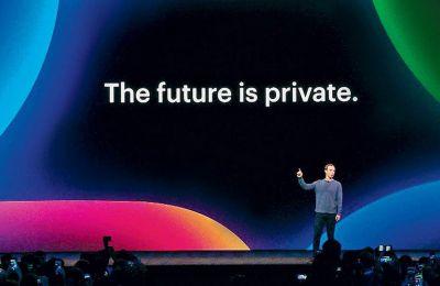 Ο ιδρυτής του Facebook, Μαρκ Ζούκερμπεργκ, απευθύνεται στα εκατομμύρια χρηστών της πλατφόρμας από το Σαν Χοσέ της Καλιφόρνιας