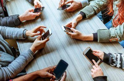 Είναι εφικτό να απαλλαγούμε από τις βλαβερές συνέπειες των κινητών τηλεφώνων, αρκεί να το θελήσουμε.