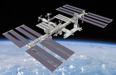 Το OCO-2 κινείται σε ηλιο-σύγχρονη πολική τροχιά, που του επιτρέπει να παρακολουθεί μια τοποθεσία μόνο την ίδια ώρα της μέρας