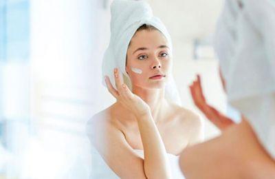 Μόλις ξυπνήσετε, φροντίστε να καθαρίζετε καλά το πρόσωπό σας με νερό micellaire