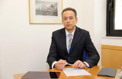 Ο διορισμός τελεί υπό την έγκριση της Ευρωπαϊκής Κεντρικής Τράπεζας