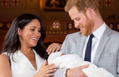 Ο κόσμος στη Βρετανία λατρεύει τη βασιλική οικογένεια και είδαμε πόσα άτομα βγήκαν στους δρόμους για τον γάμο του Harry και της Meghan.