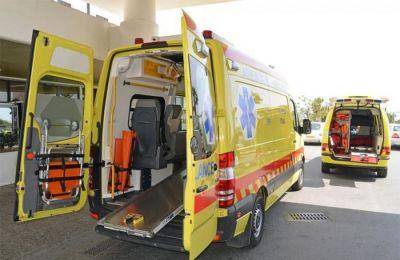 Κλήθηκε ασθενοφόρο για την μεταφορά του 75χρονου στο νοσοκομείο, ωστόσο, εκ πρώτης όψεως, δεν φαίνεται να έχει τραυματιστεί σοβαρά