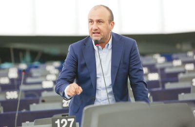 Ο ίδιος απορρίπτει τα περί ΕΛΑΜοποίησης της ΕΔΕΚ και ξεκαθαρίζει πως οι όποιες πολιτικές της ΕΔΕΚ θα πρέπει να είναι καθαρά διακριτές από εκείνες του ΕΛΑΜ