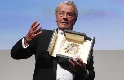 Το βραβείο στον διάσημο σταρ, στο οποίο είχαν αντιταχθεί διάφορες, αμερικανικές βασικά, γυναικείες οργανώσεις, το παρέδωσε η κόρη του, Ανούσκα