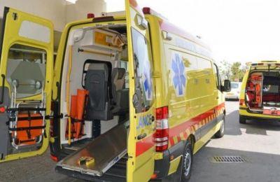Ασθενοφόρο μετέφερε τους δύο τραυματίες στο Γενικό Νοσοκομείο Λευκωσίας όπου υποβάλλονται σε εξετάσεις