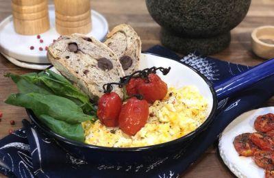 Μπορούν όλοι να φτιάξουν αβγά σκραμπλ, ακολουθώντας τις οδηγίες της απλής συνταγής μου. Ένα εύκολο φαγητό, που όλοι λατρεύουν.