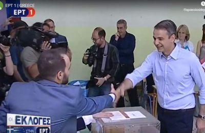 «Χαίρομαι που βλέπω μεγάλη συμμετοχή στην εκλογική διαδικασία» είπε ο κ.Μητσοτάκης