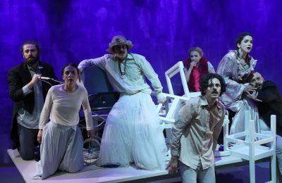Η ΕΘΑΛ ανεβάζει ένα από τα εμβληματικότερα έργα του θεμελιωτή του θεάτρου του παραλόγου, το «Παιχνίδι της Σφαγής».