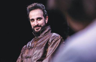 Ο Χάρης Χαραλάμπους μιλάει στην «Κ» για τον ρόλο του κήρυκα στις «Ικέτιδες» και για την πνευματική και σωματική άσκηση του ηθοποιού, όταν παίζει στην Επίδαυρο. ( Ελίνα Γιουνανλή)