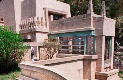 Η έπαυλη Χόλιχοκ στο Λος Αντζελες, έργο του Λόιντ Ράιτ.