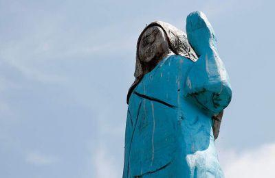 Τα αποκαλυπτήρια του αγάλματος στη γενέτειρά της έγιναν την περασμένη εβδομάδα και το αποτέλεσμα στην καλύτερη περίπτωση έκανε τους κατοικους να γελάσουν.