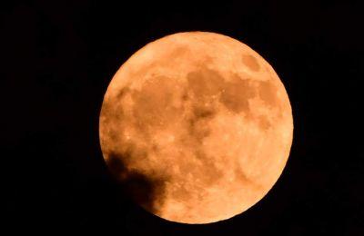 Κατά την έναρξη της μερικής έκλειψης, η Σελήνη θα βρίσκεται σε ύψος 19 περίπου μοιρών στο νοτιοανατολικό ουρανό