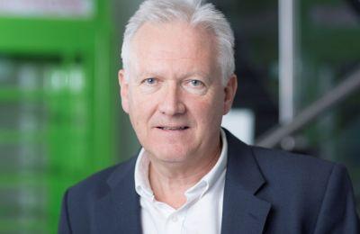 Ο Brian McBride είναι ένας από τους κορυφαίους ηγέτες σε θέματα ψηφιακών επιχειρήσεων στην Βρετανία