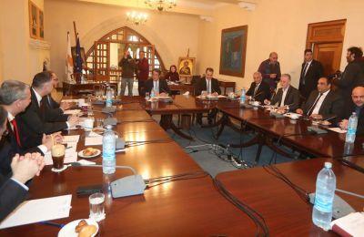 Οι κατ'ιδίαν συναντήσεις του Προέδρου της Δημοκρατίας με τους πολιτικούς αρχηγούς για ενημέρωσή τους είχαν προγραμματιστεί να ξεκινήσουν από την 1η Ιουλίου