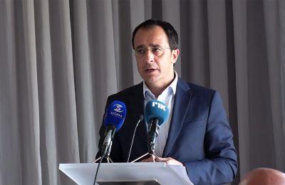 Αναφερόμενος στην Τουρκία, είπε ότι θα λύσει το Κυπριακό μόνο εάν νοιώσει ότι μέσα από τη λύση εξυπηρετούνται τα δικά της συμφέροντα