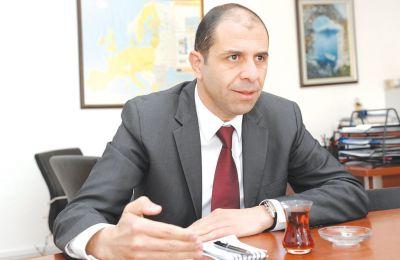 Μιλά για τα μοντέλα λύσης που θέλει η τουρκική πλευρά, για το Βαρώσι, για το μυστικό δείπνο με τον πρόεδρο Αναστασιάδη