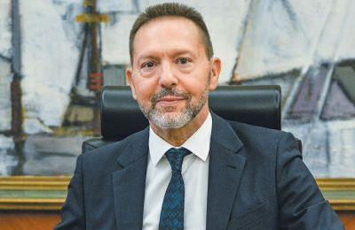 Ο κ.Στουρνάρας σημειώνει δε ότι συνιστά σοβαρή πρόκληση για πρωτογενές πλεόνασμα ύψους 3,5% του ΑΕΠ το 2019 για την κυβέρνηση Κυρ. Μητσοτάκη.