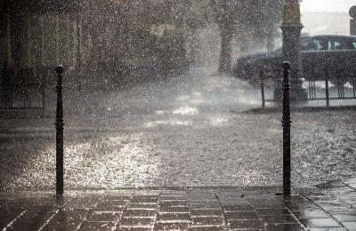 Νεφώσεις κατά τόπους αυξημένες, με βροχές και σποραδικές καταιγίδες στα ηπειρωτικά, στο Κεντρικό Ιόνιο και πιθανόν πρόσκαιρα στις Κυκλάδες
