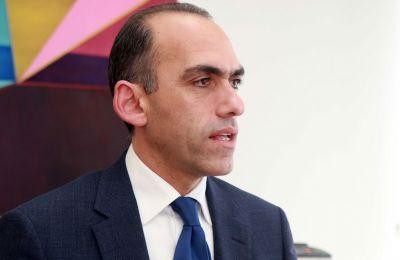 Ερωτηθείς για το ποιοι θα είναι εκείνοι που θα επωφεληθούν από τις αλλαγές που έγιναν τώρα, ο υπουργός Οικονομικών ανέφερε «όλοι»