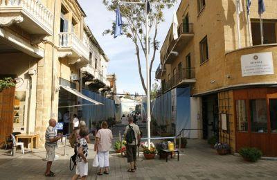 Ο Τούρκος ακαδημαϊκός Γκιουβέν Σακ, αναφέρει ότι περίπου 2 εκατ. τουρίστες επισκέπτονται τα κατεχόμενα και