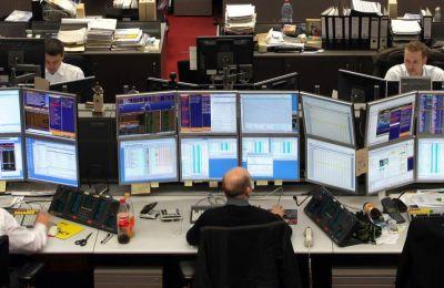 Στη Wall Street, οι τρεις βασικοί δείκτες κινούνταν μεταξύ κερδών και ζημιών
